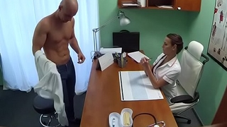 Steely sex awards wicked doctor with bright orgasms