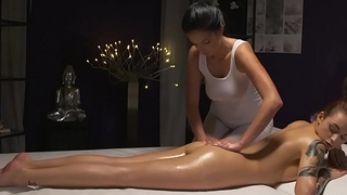 Black haired masseuse fingers lesbian